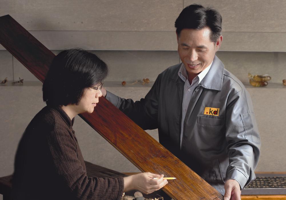 Ms. Lu Mei-Li는 대만에서 유명한 조각 예술가입니다