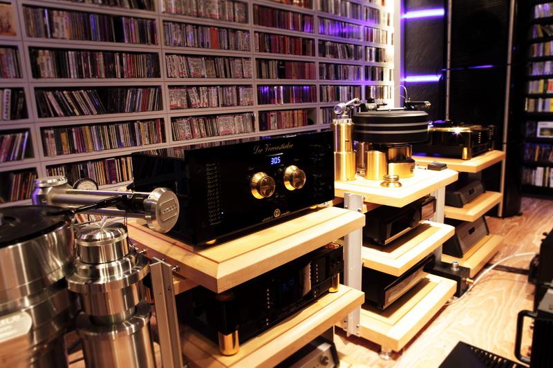 各式音響設備成為空間高雅的展示品